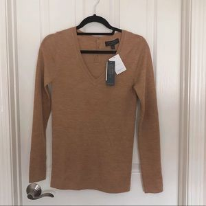 BNWT Banana Republic Merino Wool V-Neck Sweater